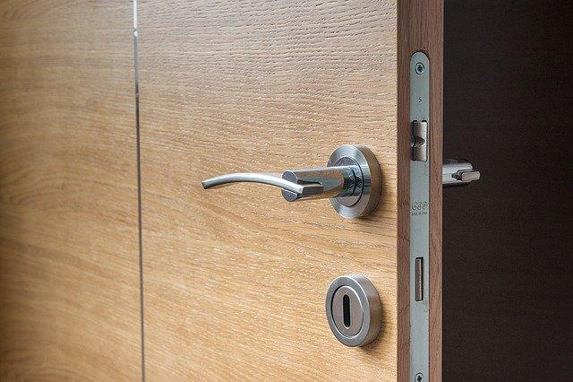 Different Types and Uses of Door Hangers and Rearview Mirror Hangers